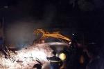 Lửa bốc cháy nghi ngút tại xưởng chế biến gỗ ở Thanh Hóa