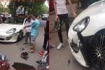 Siêu xe Porsche Panamera bị xe máy tông móp đầu, nam tài xế không bắt đền