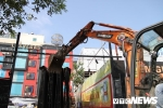 Ảnh: Phá dỡ hàng chục nhà hàng, quán nhậu trên 'đất vàng' Nguyễn Khánh Toàn, Hà Nội