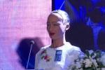 Clip: Robot công dân Sophia mặc áo dài nói chuyện về 4.0 ở Hà Nội