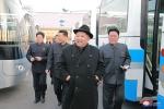 Ảnh: Ông Kim Jong-un thăm nhà máy xe buýt mới khánh thành