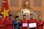 Tổng Giám đốc VOV tặng Đội tuyển Việt Nam 300 triệu đồng