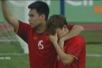 Clip: Khoảnh khắc Đức Huy an ủi Minh Vương trên sân gây sốt mạng xã hội
