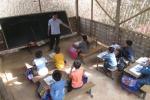 Lớp học vách nứa nằm cheo leo sườn núi ở Thanh Hoá