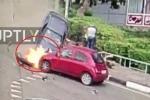 Clip: Khoảnh khắc ô tô 'điên' lao lên vỉa hè như tên lửa, tông đám đông thảm khốc