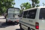Video: Xe con, xe tải nườm nượp trốn trạm BOT gây tắc cả đường làng