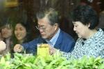 Vợ chồng Tổng thống Hàn Quốc thưởng thức phở bò ở Hà Nội