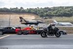 Đua tốc độ vô tiền khoáng hậu giữa siêu mô tô, siêu xe với chiến đấu cơ. Ai thắng?