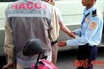 Xe chở đất 'làm loạn' đường phố Huế: Bảo vệ công trình đòi xóa dữ liệu của phóng viên