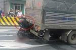 Xe máy tông trúng ô tô đang dừng đèn đỏ, nam thanh niên thiệt mạng