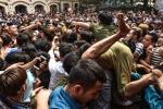 Video: Thanh niên trèo lên đầu, bạt tai nhau để cướp một khúc tre ở Hà Nội