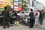 Xe Mazda đâm liên hoàn trên phố Hà Nội, 3 người bị thương