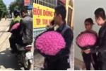 Vi phạm giao thông, thanh niên được công an chở về tặng hoa cho vợ trước khi nộp phạt