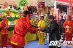 Lễ hội 'thề không tham nhũng' vắng bóng 'quan lớn': 'Thề trước bàn dân thiên hạ, nhiều người sợ chột dạ'
