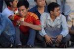 Mệt mỏi, kiệt sức khi chờ mua vé bán kết AFF Cup 2018 Việt Nam vs Philippines