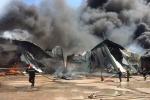 Xưởng nạp gas ở Bình Định cháy dữ dội, nhà xưởng đổ sụp, hàng trăm người căng mình dập lửa