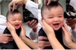 Clip: Bé trai cười khanh khách khi cắt tóc đốn tim dân mạng