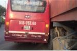 Đề nghị đình chỉ tài xế xe buýt rượt đuổi container sau va chạm ở Sài Gòn