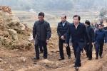 Phó Thủ tướng thăm và trao quà Tết cho người dân vùng bị sạt lở đất ở Hòa Bình