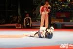 Hụt HCV ở giây cuối, nữ võ sĩ Việt Nam đổ gục trên sàn đấu khóc như mưa