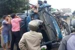 Người dân cạy cửa cứu tài xế xe tải bị tai nạn trên đường Hồ Chí Minh