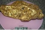 Công nhân đào được cục vàng 10kg nguyên khối lớn nhất thế giới