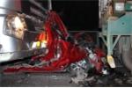 Hiện trường xe hơi bị tông nát bét, kẹp giữa 2 xe đầu kéo ở Hải Phòng