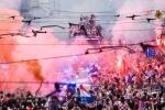 A quan World Cup 2018 Croatia tro ve giua bien nguoi va khoi phao hinh anh 17