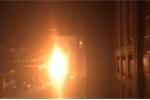 Cột điện cháy nổ như pháo hoa gần trụ sở công an phường