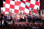 A quan World Cup 2018 Croatia tro ve giua bien nguoi va khoi phao hinh anh 22