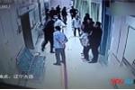 Bệnh nhân còn sống, nhân viên nhà tang lễ vẫn đánh nhau túi bụi giành 'khách'