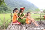 Anh: Hoc vien Canh sat mo lop day dan, cat toc mien phi cho tre em ngheo Hoa Binh hinh anh 6