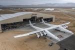 Máy bay lớn nhất thế giới có sải cánh bằng sân bóng lần đầu cất cánh