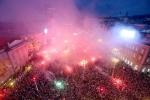 A quan World Cup 2018 Croatia tro ve giua bien nguoi va khoi phao hinh anh 20