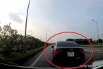 Clip: Hoảng hồn ô tô con dừng đột ngột, suýt gây đại họa trên cao tốc Hà Nội - Thái Nguyên