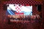 A quan World Cup 2018 Croatia tro ve giua bien nguoi va khoi phao hinh anh 21