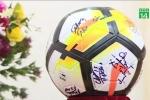 Quả bóng, áo đấu có chữ ký của U23 VN 'đổi' được 500 căn nhà tình nghĩa
