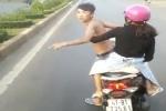 Phẫn nộ nam thanh niên xăm trổ chở bạn gái 'đánh võng' thách thức xe khách trên đường Hồ Chí Minh