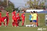 U23 Việt Nam rèn mới hàng công, tập chống bóng bổng