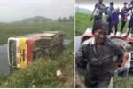 Đánh lái tránh xe công nông, xe buýt lật nghiêng, hàng chục khách 'tắm bùn'