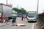 Tự lao vào xe tải trên quốc lộ, người đàn ông bị húc văng 3m