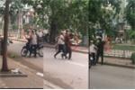 Video: Cán bộ tự quản phường ném cân của người phụ nữ bán hàng rong xuống sông
