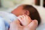 Chuyện bố mẹ thụ tinh nhân tạo nhưng không đẻ ra con ruột gây sốc