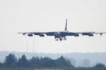 B-52 Mỹ rơi động cơ khi đang bay