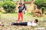 Anh: Con duong la vang ruc ro giua long Ha Noi hut hang nghin ban tre hinh anh 7