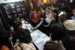 Người dân Thủ đô chen chân đăng ký dâng sao giải hạn ở chùa Phúc Khánh