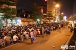 Ảnh: Hàng ngàn người tràn ra đường trước chùa Phúc Khánh dự lễ Vu Lan