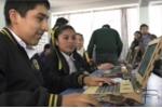 Cô gái 17 tuổi phát minh chiếc laptop bằng gỗ cho trẻ em nghèo ở Peru