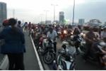 Bỏ lại xe máy, người đàn ông nhảy xuống sông Sài Gòn tự tử