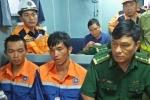 Bị gió bão thổi rơi xuống biển, 2 thuyền viên may mắn được cứu sống